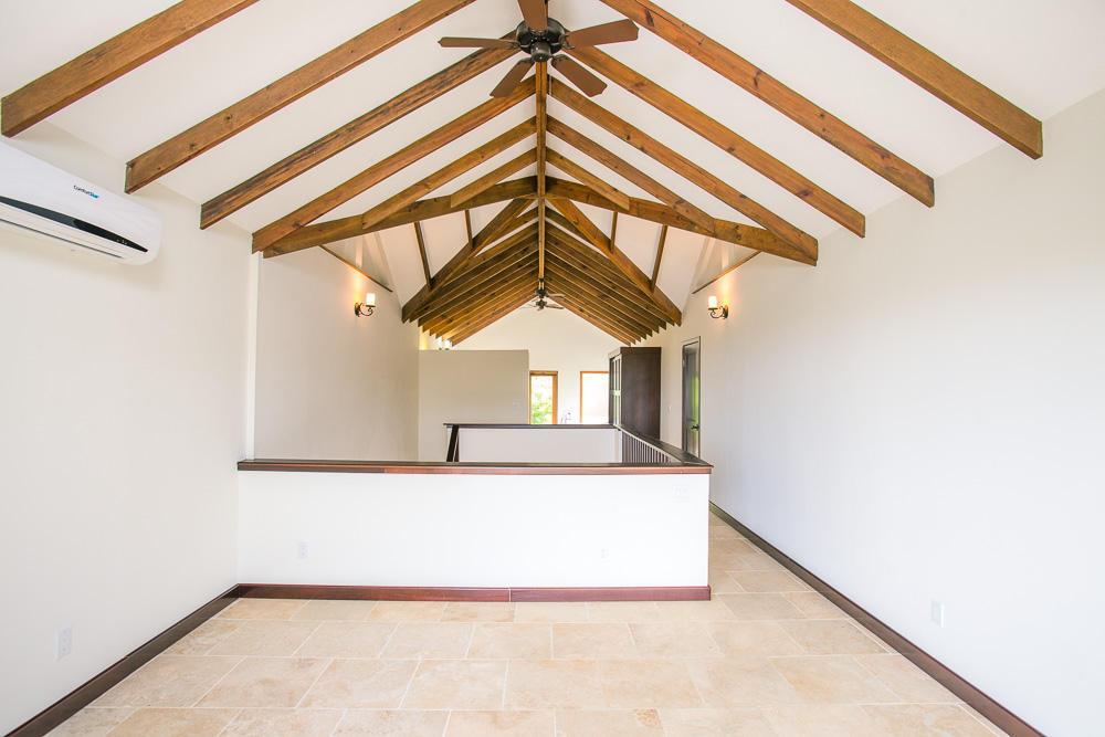 ceiba-hills-loft-bedroom